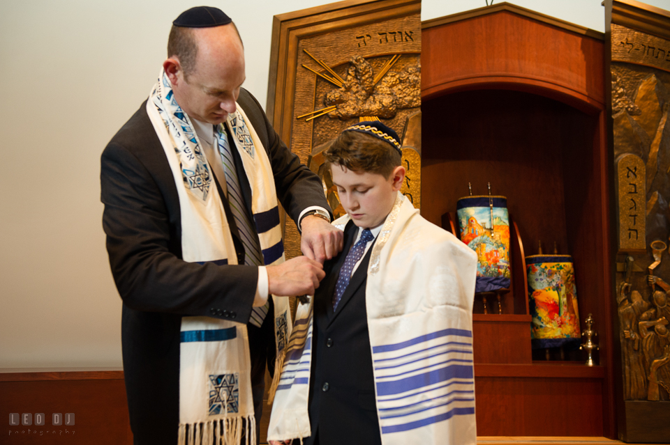 Temple Beth Shalom Annpolis Maryland bar mitzvah rabbi put tallit on boy photo by Leo Dj Photography.