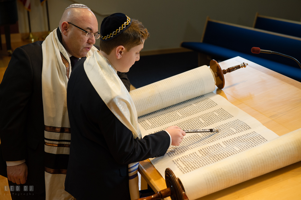 Temple Beth Shalom Annpolis Maryland bar mitzvah boy reading Torah guided by cantor photo by Leo Dj Photography.