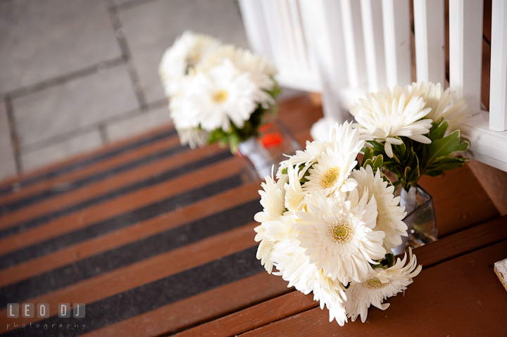 White daisies flower bouquets from Michael's Designs Florist. Historic London Town and Gardens wedding photos at Edgewater Annapolis, Maryland by photographers of Leo Dj Photography. http://leodjphoto.com