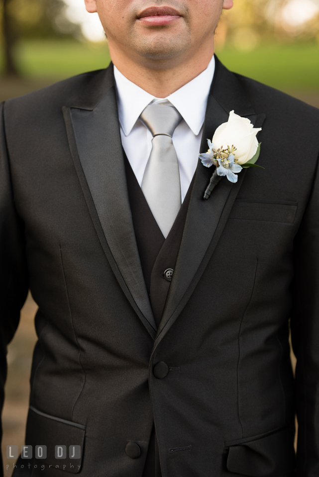 Hidden Creek Country Club Groom wearing boutonniere by Maryam Flowers photo by Leo Dj Photography
