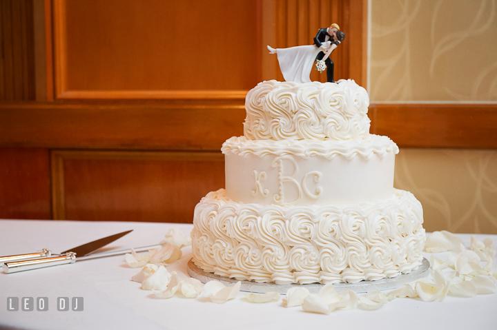 Wedding cake by Custom Cake Designs. Marriott Washingtonian Center wedding at Gaithersburg Maryland, by wedding photographers of Leo Dj Photography. http://leodjphoto.com