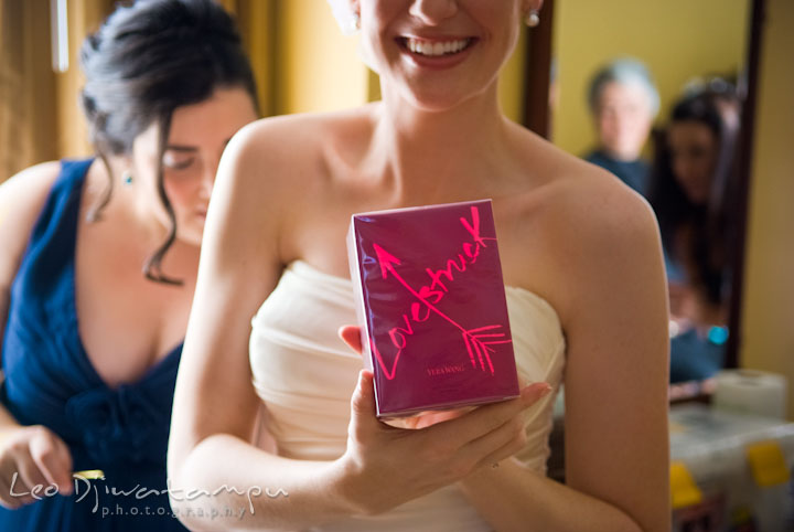 Bride showing perfume box gift, Lovestruck by Vera Wang. The Tidewater Inn Wedding, Easton Maryland, getting ready photo coverage of Kelsey and Jonnie by wedding photographers of Leo Dj Photography.