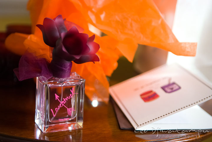 Perfume gift and card for bride. The Tidewater Inn Wedding, Easton Maryland, getting ready photo coverage of Kelsey and Jonnie by wedding photographers of Leo Dj Photography.