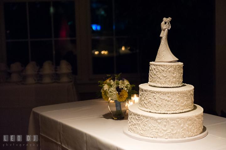 Beautiful wedding cake. Riverhouse Pavilion wedding photos at Easton, Eastern Shore, Maryland by photographers of Leo Dj Photography. http://leodjphoto.com