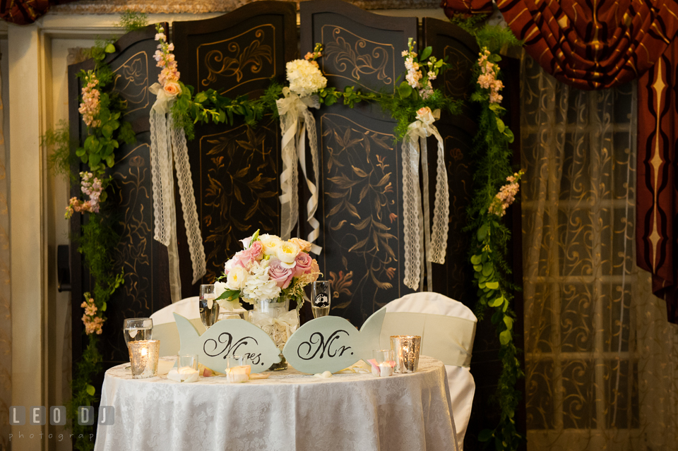 Sweetheart Table For The Bride And Groom With A Beautiful Backdrop Inside  The Governoru0027s Hall.