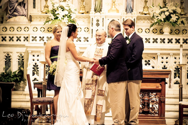 Annapolis Wedding Photographer At St Bride And Groom Holding Hands Saying Their Vows Witnessed By The Maid Of Honor