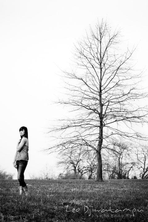 Girl by a tree. Kent Island Annapolis High School Senior Portrait