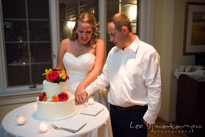 Bride and Groom cuting wedding cake. Mariott Aspen Wye River Conference Center Wedding photos at Queenstown Eastern Shore Maryland, by photographers of Leo Dj Photography.