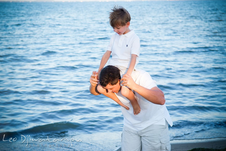 Father carrying his son on his shoulder. Kent Island, Annapolis, MD Fun Candid Family Lifestyle Photographer, Leo Dj Photography