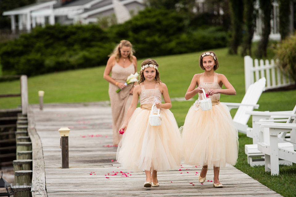 Silver Swan Bayside flower girls tossing rose flower petals photo by Leo Dj Photography