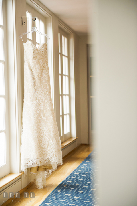 Art deco style Gatsby wedding gown. Aspen Wye River Conference Centers wedding at Queenstown Maryland, by wedding photographers of Leo Dj Photography. http://leodjphoto.com